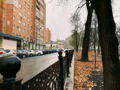 Забор в сквере на Звединке перестал шататься. Фоторепортаж