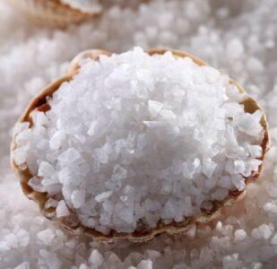 Мэрия Нижнего Новгорода решила сэкономить и посыпать дороги солью