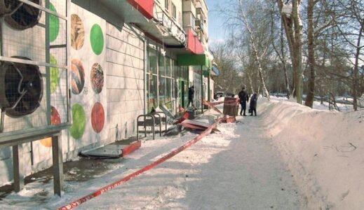Пожилая нижегородка погибла из-за падения вывески магазина «Пятерочка»