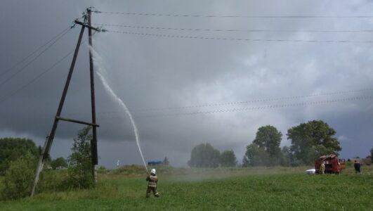 Более 13 тысяч домов остались без света из-за урагана в Нижегородской области