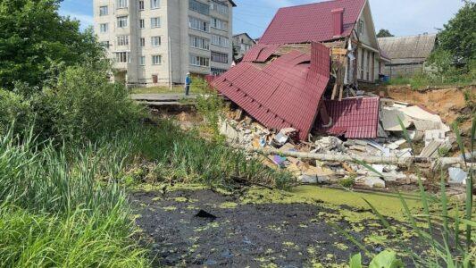 Дом в Балахне провалился в яму