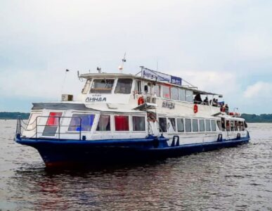 Теплоход «Омик» возобновил навигацию между Нижним Новгородом и Бором